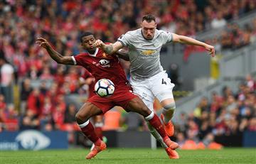 Un defensivo Manchester United empata con Liverpool y sale líder de Anfield