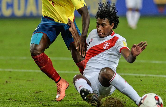 Miguel Araujo salió lesionado a los 25 minutos en el partido frente Sport Huancayo. Foto: Andina