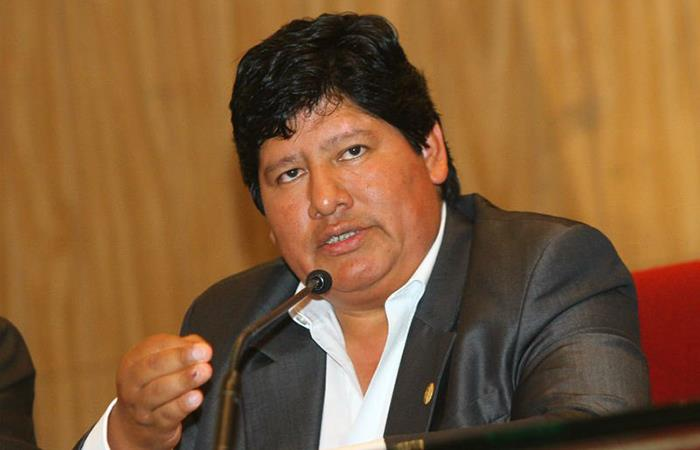 Congreso Peruano definió futuro de Edwin Oviedo en la FPF