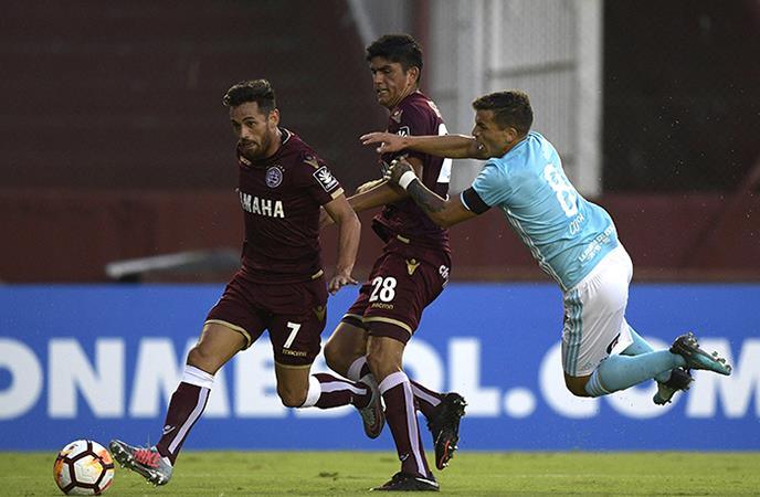 Sporting Cristal cayó 4-2 ante Lanús. Foto: AFP