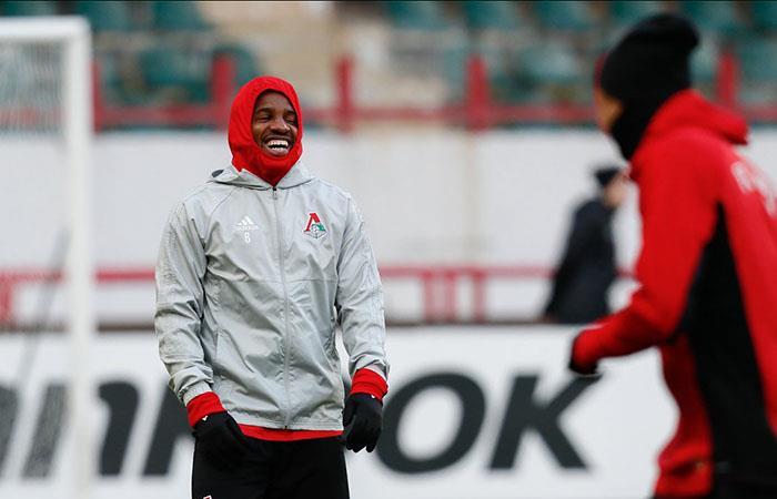 Jefferson Farfán ya entrena con normalidad y llegaría al duelo ante el Atlético de Madrid