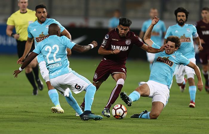 Sporting Cristal vs Lanús. Foto: AFP