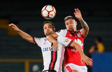 Con un final polémico Flamengo de Miguel Trauco empató ante Santa Fe