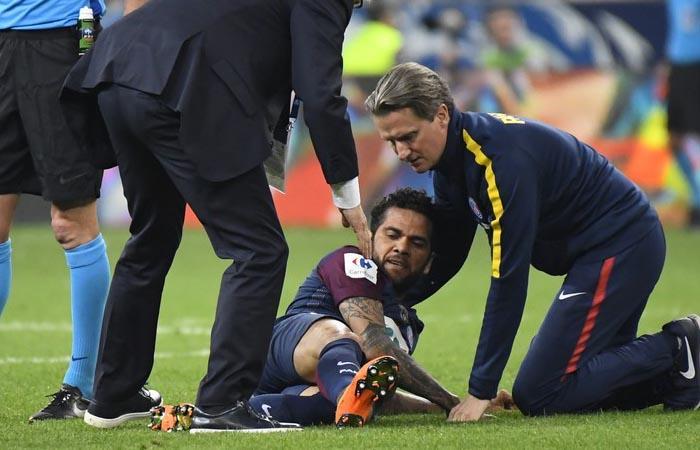 Dani Alves se perderá el Mundial Rusia 2018 (Foto: AFP)