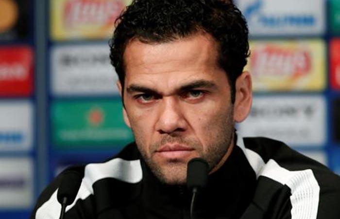 Dani Alves escribió carta tras enterarse que no podrá jugar la Copa del Mundo (Foto: EFE)