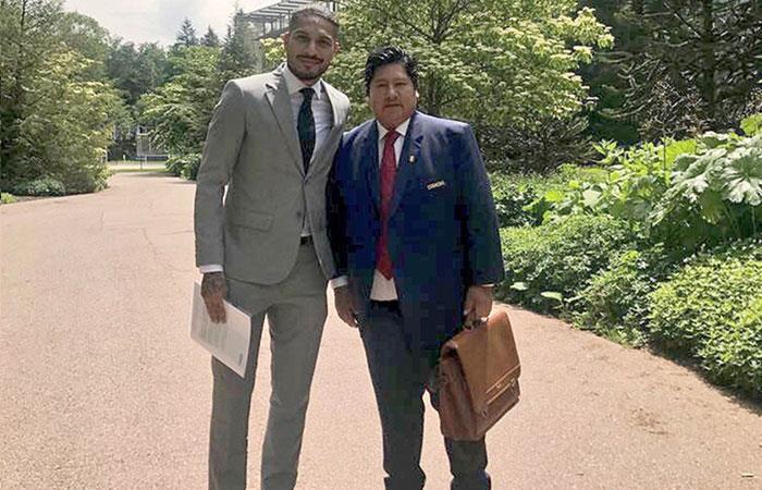 Paolo Guerrero y Edwin Oviedo (Foto: EFE)