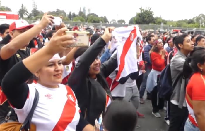 Hinchas peruanos desde el Estadio Nacional. Foto: Youtube