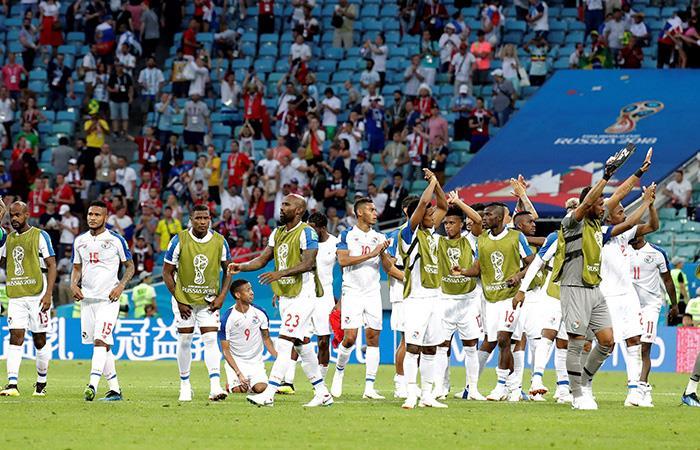 Los seleccionados panameños se despiden de su hinchada. Foto: EFE