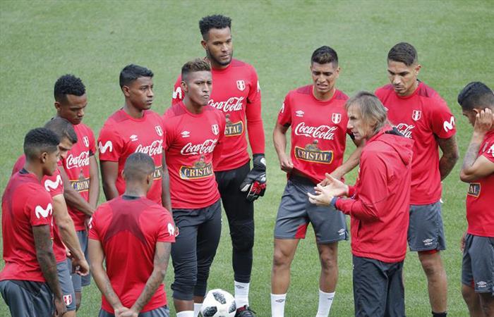 Selección Peruana Recibió Charla Motivacional Previo Al