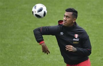 Renato Tapia con un pie fuera del partido ante Francia