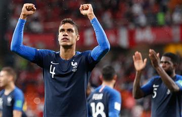 Raphaël Varane será capitán en una Francia con suplentes ante Dinamarca