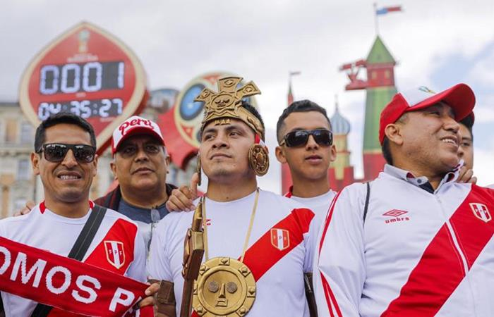 La hinchada peruana también se hizo presente en el Mundial. Foto: EFE