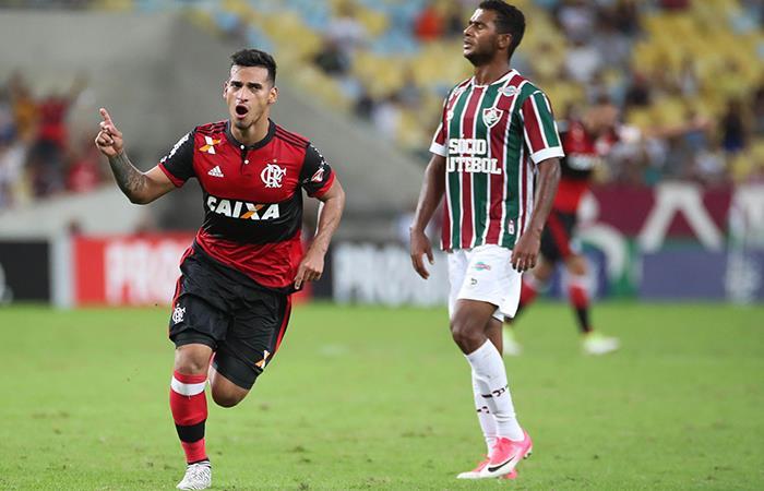 Miguel Trauco sería titular en Flamengo frente a Gremio. Foto: Andina