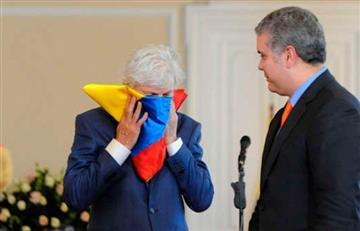José Pékerman y su beso a la bandera de Colombia en su despedida