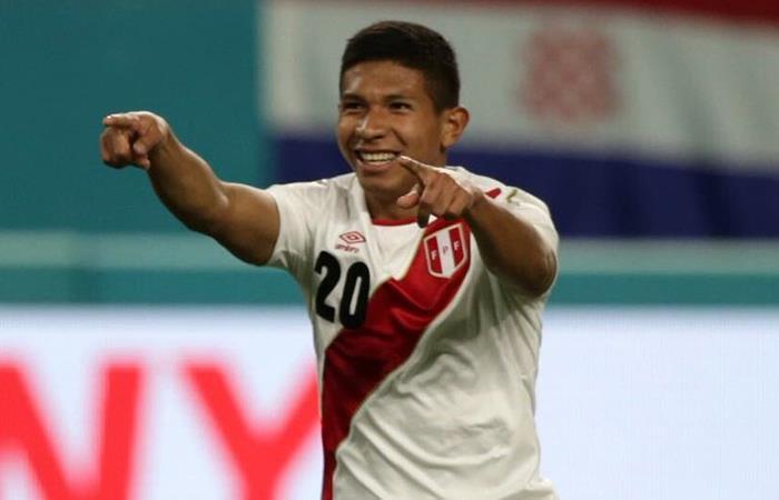Edison Flores muy optimista de cara a los próximos amistosos (Foto: Twitter)