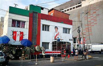 Hinchas pintan murales en calles aledañas al Nacional