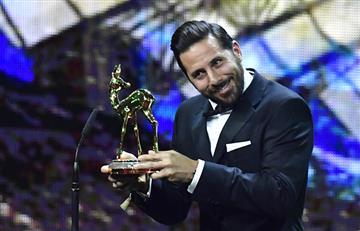Claudio Pizarro recibió prestigioso premio en Alemania