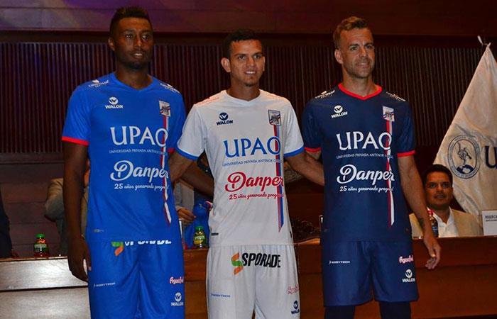 Carlos Manucci presentó su vestimenta oficial para la Liga 1 del Fútbol Peruano