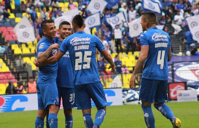 Yotún fue titular en la goleada de Cruz Azul. Foto: Twitter