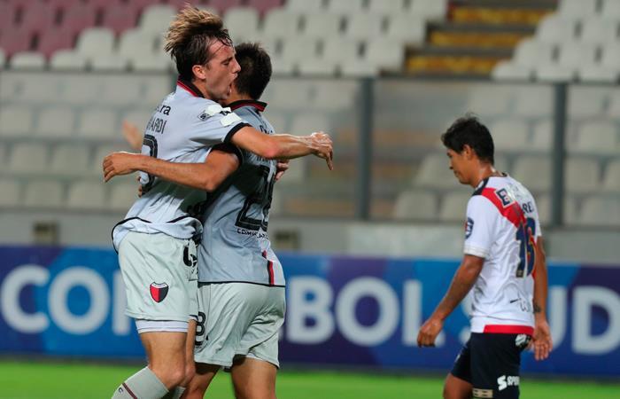 Municipal perdió 3-0 ante Colón. Foto: EFE