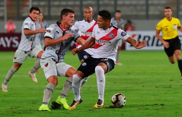 Colón venció a Municipal en Lima 0-3 (Foto: EFE)