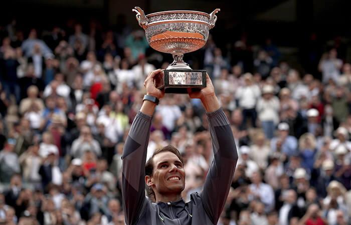 Nadal levanta el trofeo tras conquistar Roland Garros (Foto: EFE)