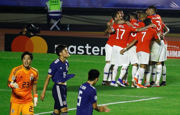 Chile goleó a Japón con un 'doblete' de Eduardo Vargas. Foto: EFE