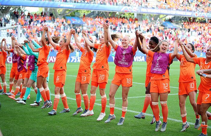 Holanda clasificó como líder del Grupo E (Foto: EFE)