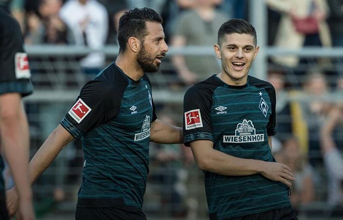 El nuevo dorsal de Claudio Pizarro en el Werder Bremen
