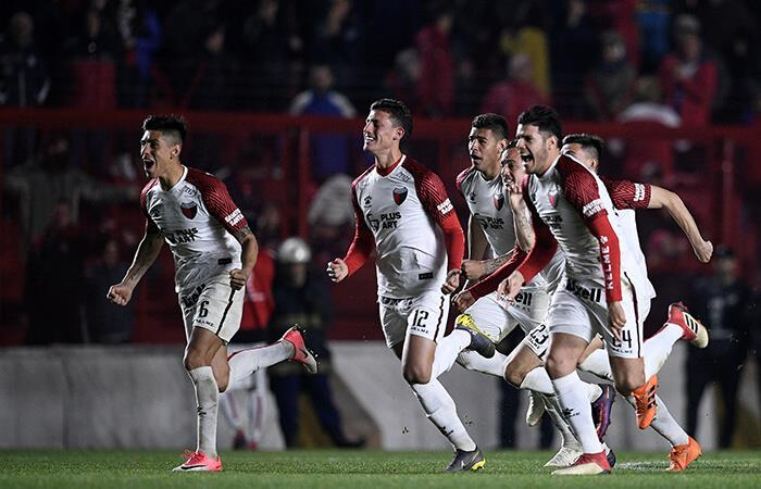 Colón venció a Argentinos Jrs. en penales (Foto: EFE)