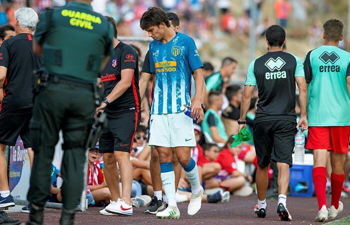 El portugués Joao Félix se lesionó en su debut con el Atlético de Madrid