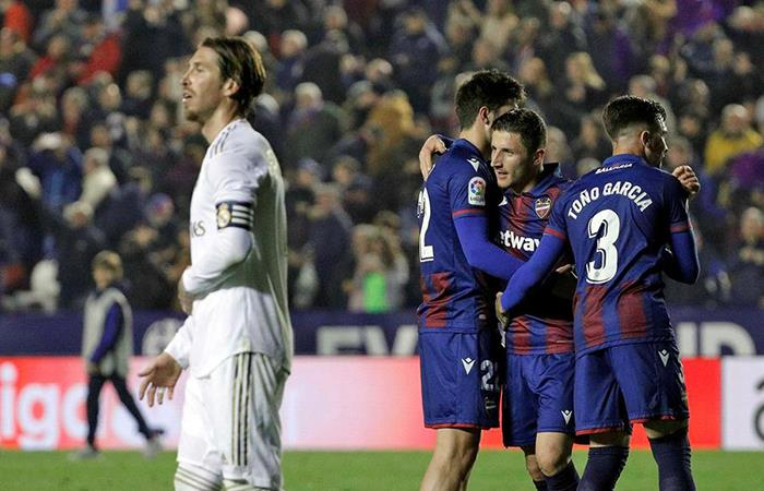 Real Madrid cayó ante Levante a poco del clásico. Foto: EFE