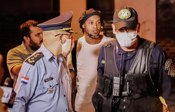 Ronaldinho deja prisión de Asunción luego de un mes. Foto: EFE