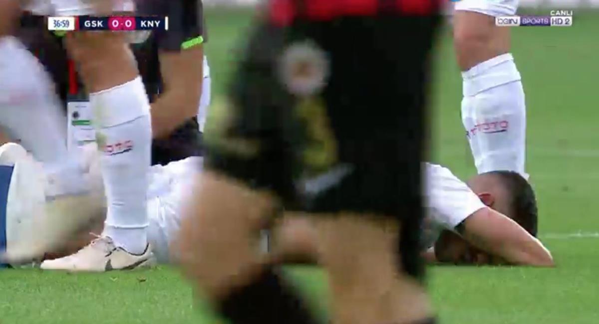 Paolo Hurtado tuvo que ser reemplazado a los 38 minutos. Foto: Twitter Alessio Martínez