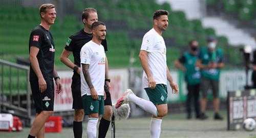 Claudio Pizarro: Werder Bremen le renovó contrato por seis días