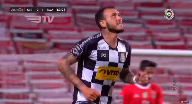 Gustavo Dulanto agradece a Dios su gol en Portugal. Foto: Youtube (VSPORTS - Liga NOS)