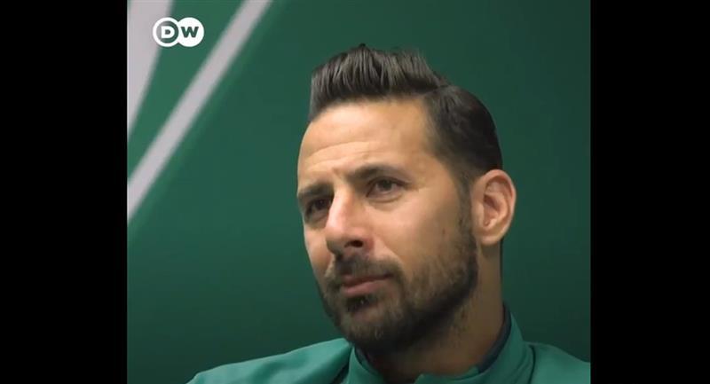 Claudio Pizarro se retirará con el Werder Bremen. Foto: Captura