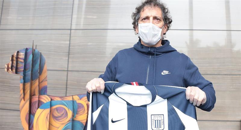 Mario Salas llegó a Lima el pasado 18 de junio. Foto: Facebook Club Alianza Lima