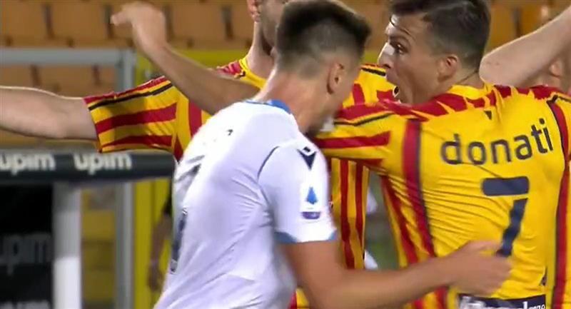 Patric mordió a Donati en el duelo entre Lazio y el Lecce por la Serie A. Foto: Twitter Difusión