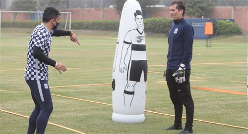 Alianza Lima: Leao Butrón le pidió a Pablo Bengoechea que se mantenga en el equipo
