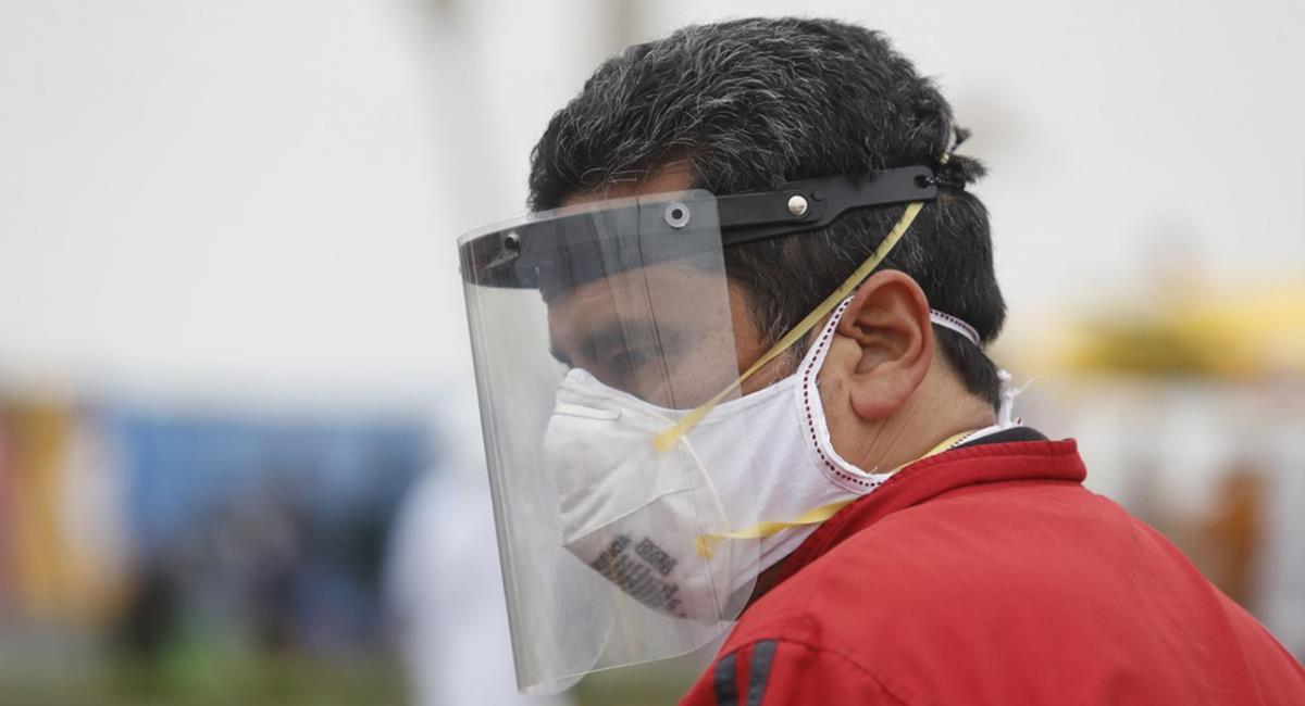 Uso de protector facial en los transportes es obligatorio. Foto: Andina