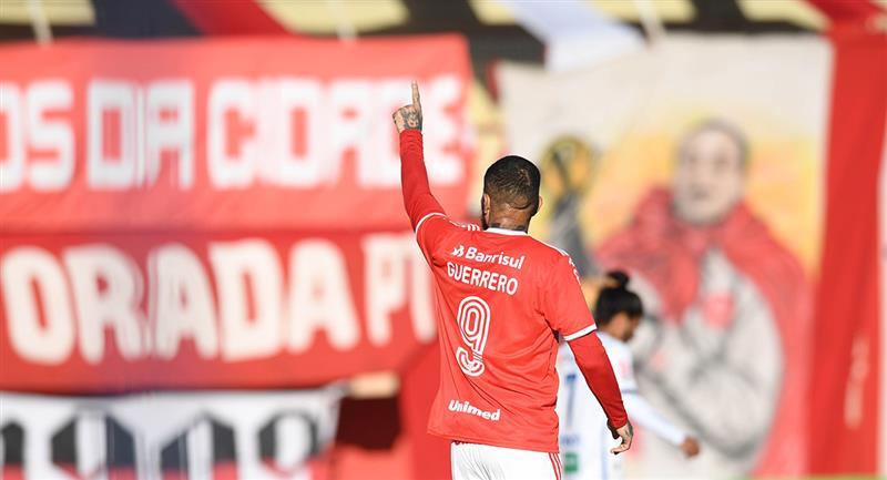 Paolo Guerrero marcó un doblete con Inter. Foto: Twitter Inter de Porto Alegre