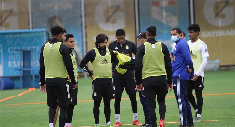 Roberto Mosquera resaltó el momento del equipo. Foto: Twitter Sporting Cristal