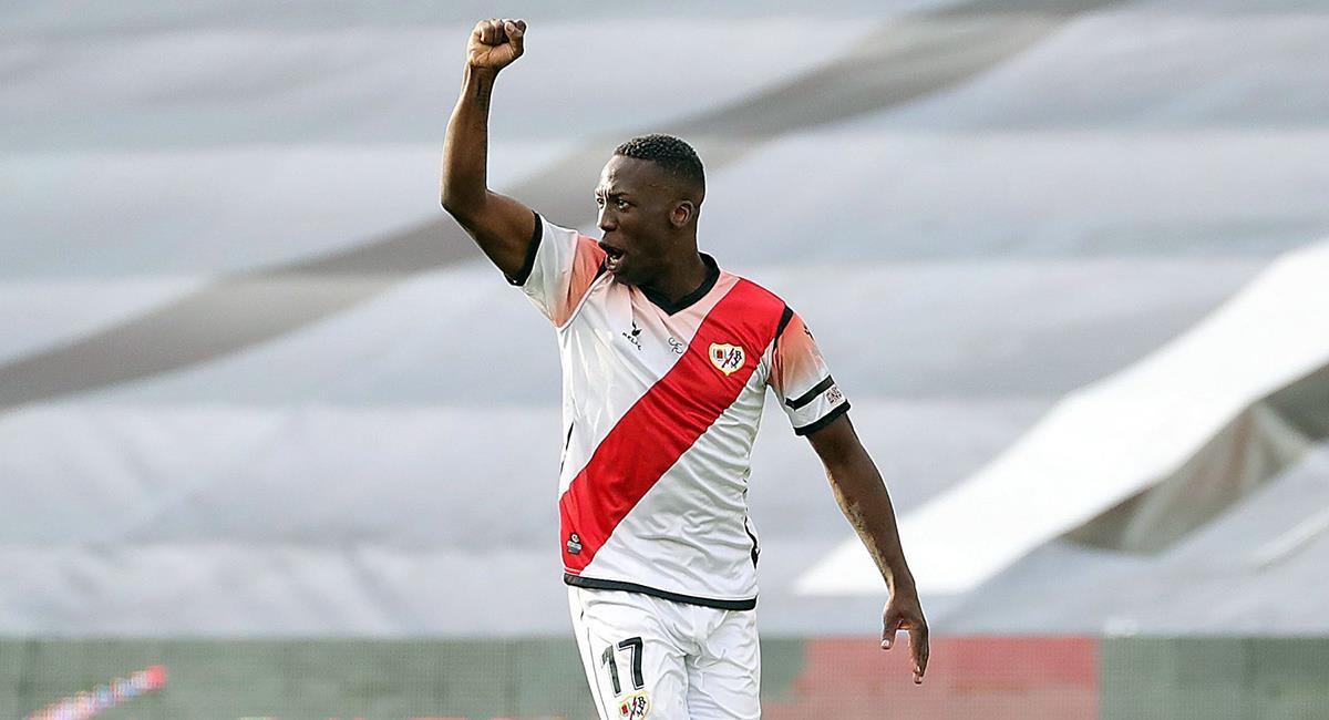 Luis Advíncula mantiene contrato con Rayo Vallecano. Foto: EFE