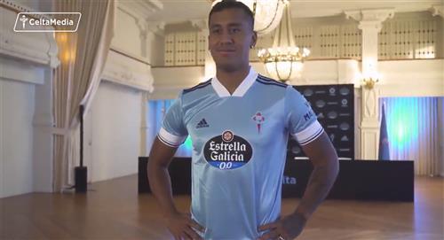 Renato Tapia firmó contrato con Celta de Vigo y posó con la nueva camiseta