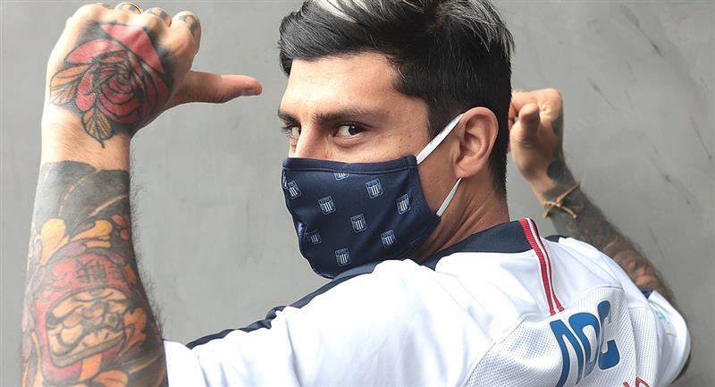 Patricio Rubio posó con camiseta de Alianza Lima a su llegada. Foto: Twitter Club Alianza Lima