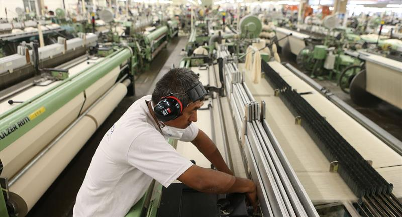 Trabajadores en suspensión perfecta de labores recibirán un bono de 760 soles. Foto: Andina