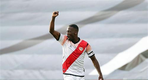 Luis Advíncula en mira del Fluminense, según prensa brasileña