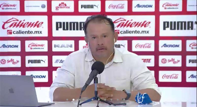 Juan Reynoso en conferencia de prensa después del partido ante Guadalajara. Foto: Twitter @TVCDeportes