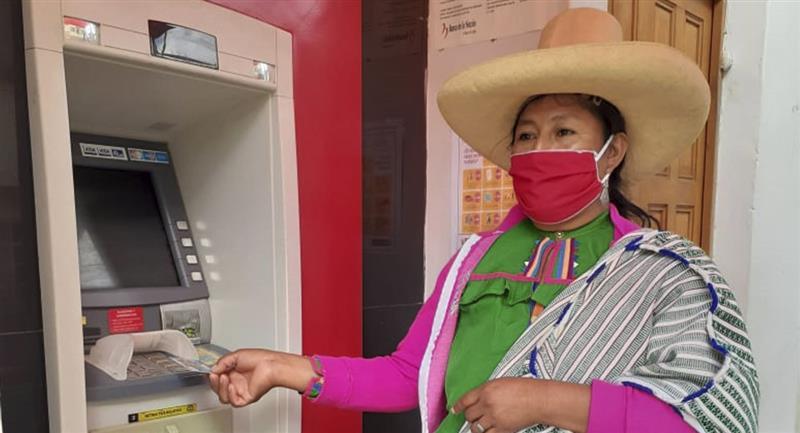 El pago de los 760 soles inició hace algunos días. Foto: Andina